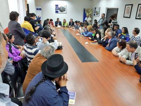 El encuentro entre el expresidente de Ecuador, Rafael Correa, y los movimientos sociales se realizó en la sede nacional del partido Alianza País.