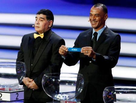 El sorteo se hizo de la Mano del Diez, Diego Armando Maradona.