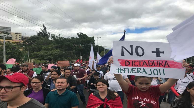 Los hondureños exigen al Tribunal Supremo Electoral los resultados de las elecciones presidenciales.