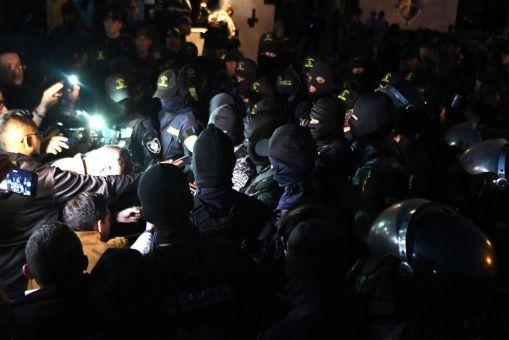 """Miembros de la Policía Nacional y policías pertenecientes al Comando Especial """"Cobra"""" aseguran que no saldrán a la calle."""
