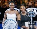 Runner up Venus (L) and winner Serena Williams pose at the 2017 Australian Open.