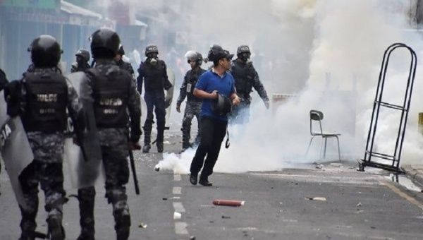 Police use tear gas against opposition protesters.