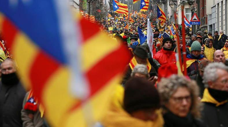 Los manifestantes piden a la Unión Europea tomar posición frente a la crisis política.
