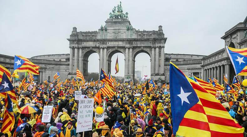 A la capital belga llegaron, además de los vuelos comerciales y vehículos particulares, unos 250 autocares y al menos cinco vuelos chárter con el fin de trasladar a los manifestantes.