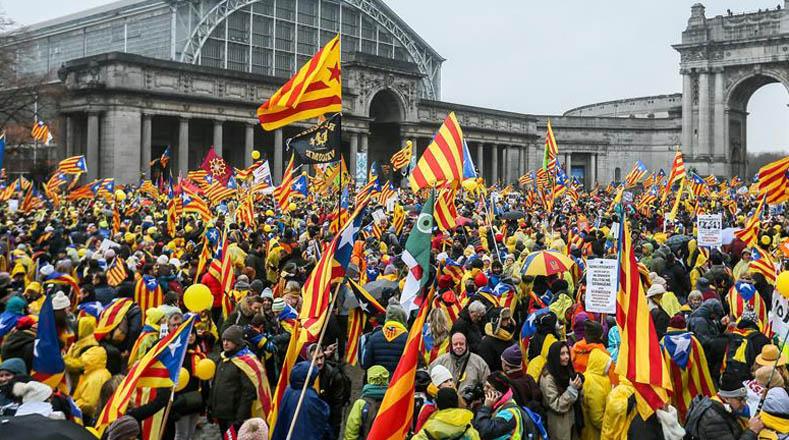 """La protesta, convocada por la Asamblea Nacional Catalana (ANC) y la asociación Ómniun, tiene el lema """"Despierta Europa""""."""