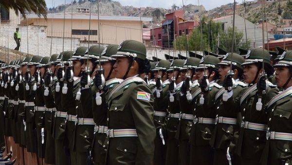 Антиимпериалистическая школа выпускает новых боливийских офицеров.