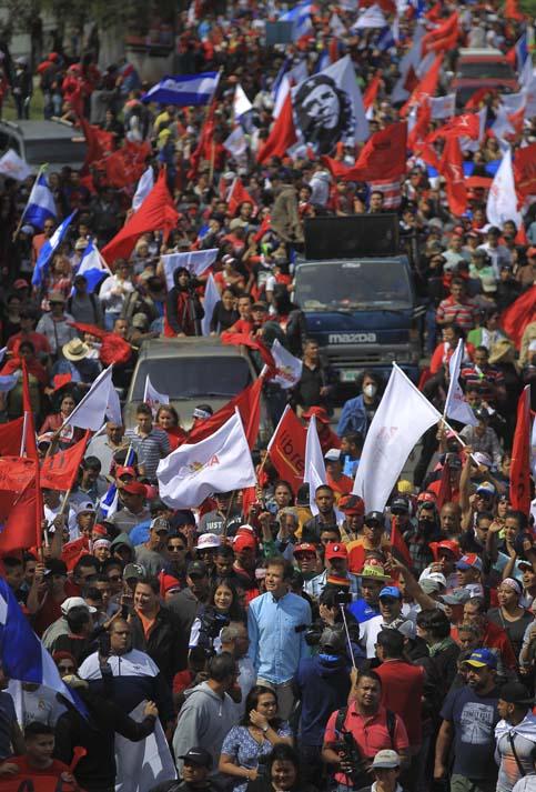 """""""Si amas a tu país, esto te tiene que calar en el corazón"""", dijo Manuel Zelaya."""