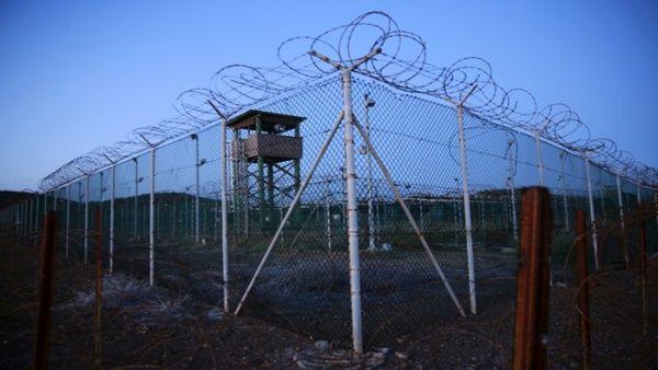 Guantánamo es una prisión ubicada en Cuba pero es propiedad de EE.UU., sirve para recluir a los acusados por terrorismo