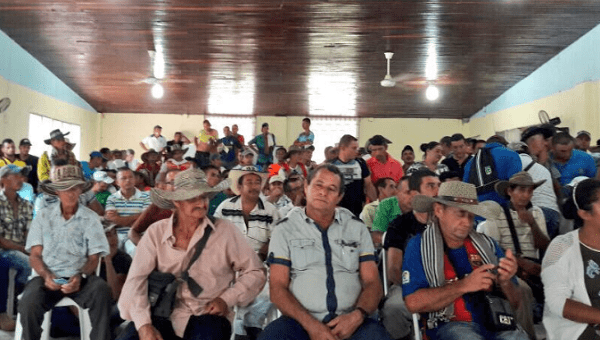 Agricultores que voluntariamente firman para formar parte del PNIS en Valdivia, Antioquia.  20 de noviembre de 2017.