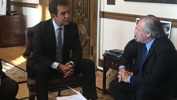 Honduran presidential candiate for Opposition Alliance, Salvador Nasralla, talks with OAS Secratary General Luis Almagro.