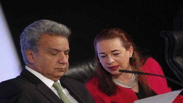 """Hay un acercamiento oficial al Fondo Monetario Internacional (FMI), quien al final de su visita manifestó: """"(…) Esperamos seguir cooperando con Ecuador""""."""