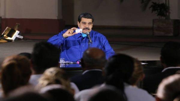 El jefe de Estado venezolano también asignó un total de 20.000 tabletas al movimiento Somos Venezuela y a la Misión Barrio Adentro.