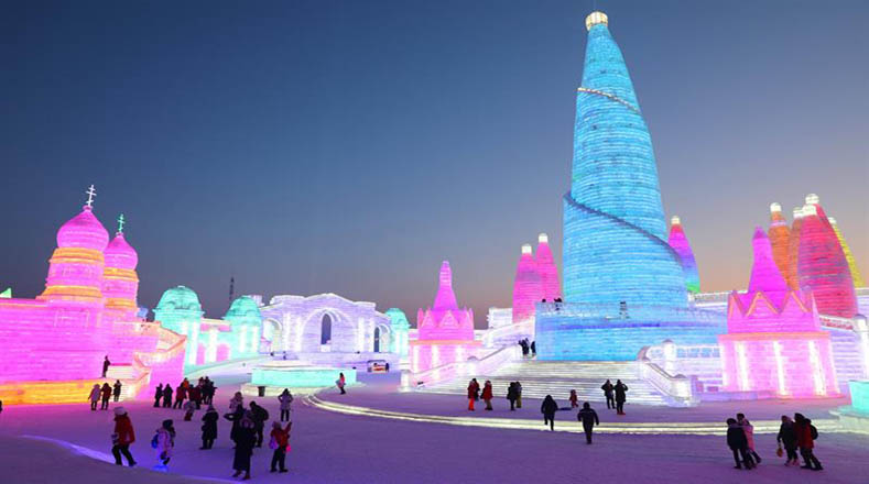 El Festival se compone de tres parques temáticos: el Island International Snow Sculpture Art Expo, el Zhanglin Park y el Harbin Ice and Snow World.