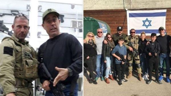 """Jerry Seinfeld posa para fotos con entrenadores en un """"campamento de fantasía contra el terror"""" en un asentamiento israelí en Cisjordania."""