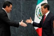 Mexican President Enrique Peña Nieto (R) and outgoing Interior Minister Miguel Angel Osorio (L) shake hands before Osorio announced his resignation.