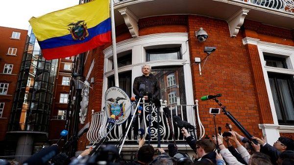 Assange podría ser detenido por la policía de Londres y condenado a cadena perpetua por los Estados Unidos.
