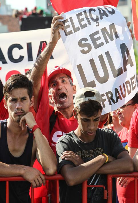 El juicio y la condena a Lula ha sido señalado de ser una estrategia de las élites para detener su candidatura presidencial.