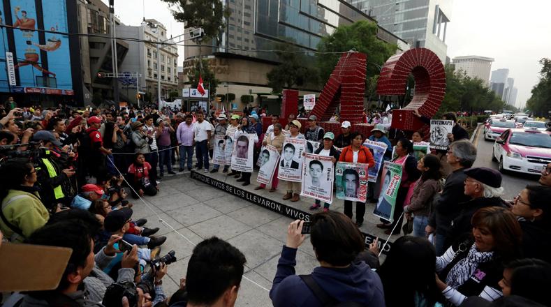 El Gobierno de Enrique Peña Nieto se comprometió en el 2016 a emprender una nueva búsqueda, hasta ahora la Fiscalía no ha dado detalles certeros sobre el posible paradero de los estudiantes.