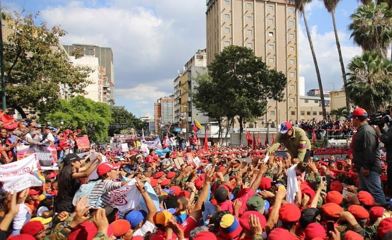El mandatarioreconoció el espíritude patriotismo y valentíadel pueblo chavistaante las adversidades de la guerra económica provocada por grupos opositores y fuerzas extranjeras imperialistas.
