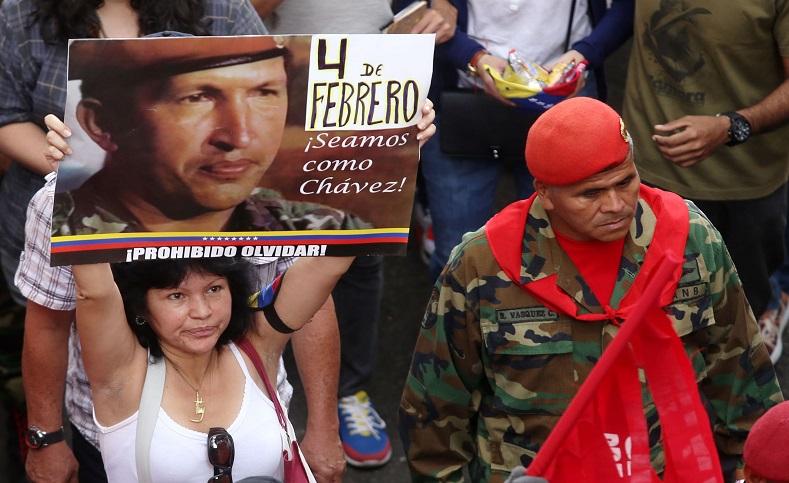"""La sublevación fue lideradapor el comandante Chávez, quien en 1992 era un teniente militar que pronunció ante el pueblo y los medios la famosa y esperanzadorafrase""""por ahora""""."""