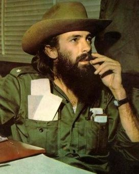 Camilo Cienfuegos, el cubano más carismático de la