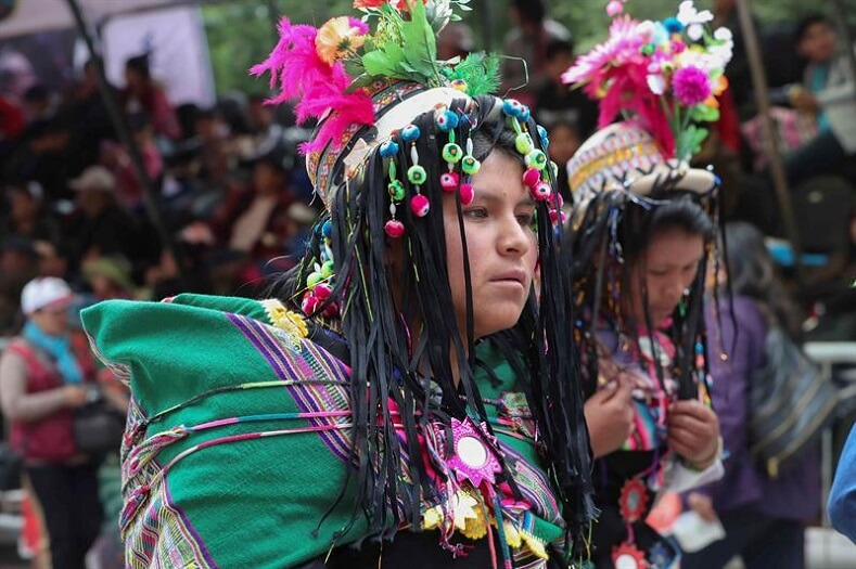 Another popular dance is the Morenaza, which originated in the shores of Lake Titicaca and referenced the suffering of indigenous peoples during the colonial period.