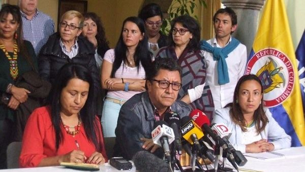 Social leaders gather to talk about how to restart peace talks between Colombian government and ELN.
