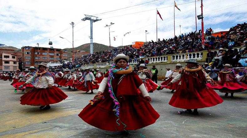 Morenadas, caporales, incas tobas, tinkus y otras danzas también tomaron el escenario.