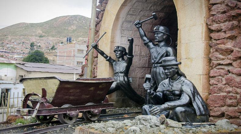 """""""Como hoy, 1781, Oruro encendió la llama de la independencia contra la dominación española, con ondas y palos, hasta destituir a sus autoridades, en la rebelión encabezada por Sebastián Pagador, que dejó 62 muertos, 19 de ellos indígenas"""", destacó el mandatario Evo Morales."""