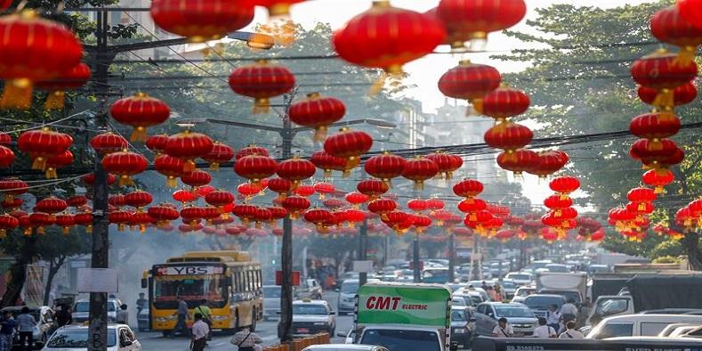 Desde el pasado 5 de febrero miles de lámparas y adornosrojos, decoraron las calles de Rangún, Birmania para dar inicio a los preparativos del Año Nuevo Chino del Perro 2018.