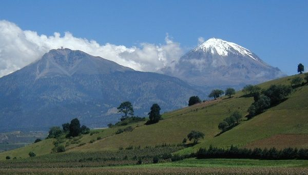 The Sierra Negra volcano (left) next to the Pico de Orizaba (right), the tallest mountain in Mexico and the tallest volcano in America.