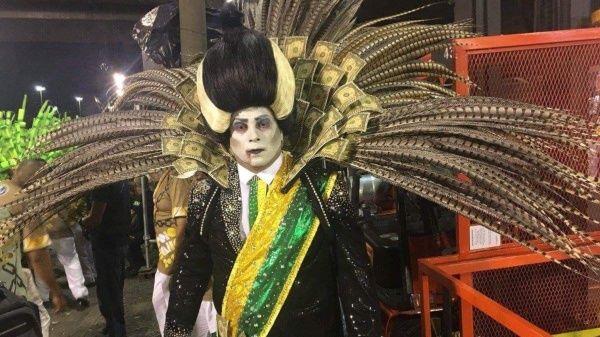 """""""Fora Temer"""" (Fuera Temer) insisten los brasileños en medio de las fiesta más grande y simbólica de la nación."""
