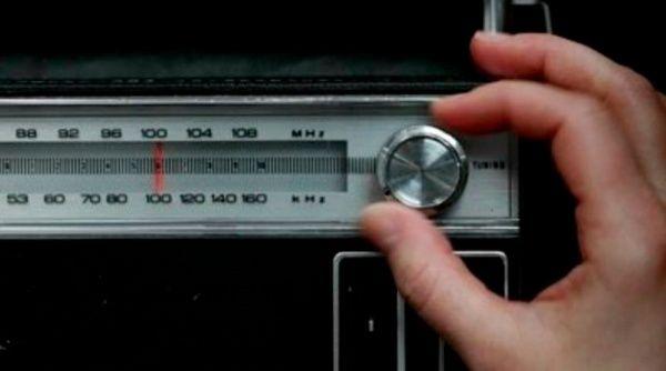 En 1912 se hizo pública las primeras emisiones radiales.