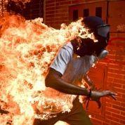 """""""El manifestante venezolano en llamas"""" (entre las imágenes nominadas al premio World Press Photo)"""