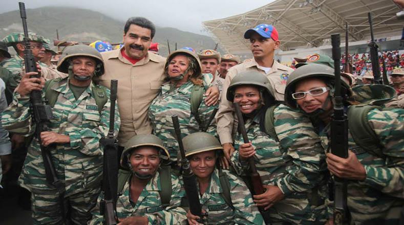 El presidente Nicolás Maduro recibió a los militares y junto a los civiles estuvo presente en el cierre de los ejercicios.
