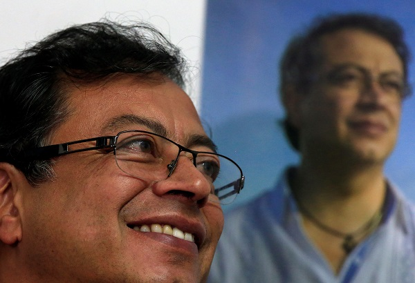 Presidential candidate Gustavo Petro took to social media to dispel rumors that gunshots had been fired at the vehicle in which he was traveling.