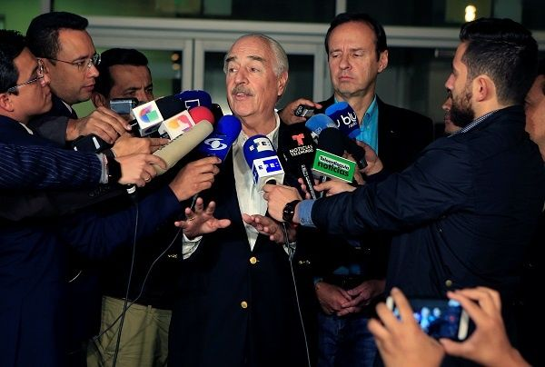 The statement was issued after former presidents of Colombia and Bolivia, Andres Pastrana and Jorge Quiroga, tried to enter the island.
