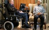 Nelson Mandela (R) meets theoretical physicist Professor Stephen Hawking in Johannesburg, 2008.