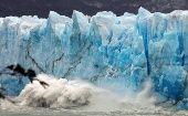 Pieces of ice fall from the front of Argentina