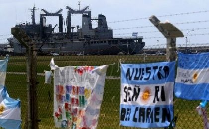 Relatives of the 44 missing ARA San Juan submarine crew paid tribute at the Naval Base of Mar del Plata on Thursday.