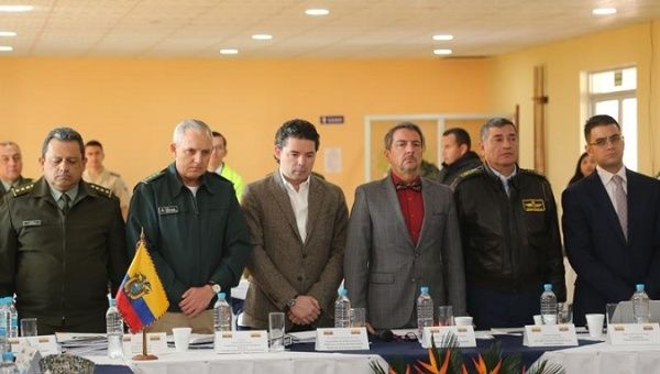 Defense Vice Ministers of Colombia and Ecuador (c) meet to coordinate border security.