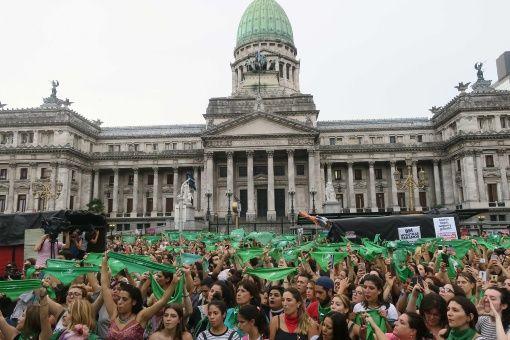 El Pasado  De Febrero Miles De Mujeres Se Manifestaron Frente Al Congreso De La Nacion Por El Aborto Legal Sey Gratuito Foto Efe