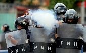 File photo: A police officer fires tear gas during clashes with demonstrators as Honduran President Juan Orlando Hernandez is sworn in for a new term in Tegucigalpa, Honduras, January 27, 2018.