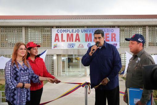 El mandatario venezolano aprobó recursos para la construcción de nuevos módulos para la Universidad.