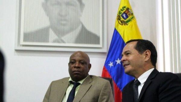 South African Ambassador Joseph Muzi Khehla(Right) meets with Venezuela
