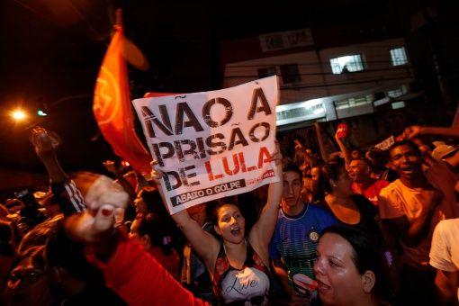 El juez Sérgio Moro condenó al precandidato presidencial Luiz Inácio Lula da Silva a prisión tras el rechazo del habeas corpus.