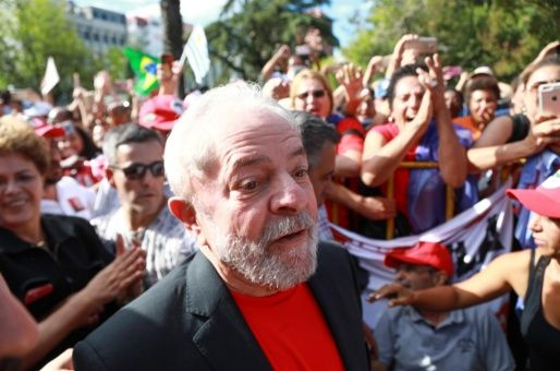 Desde que fue emitida la orden de detención contra Lula, las protestas en Brasil se han intensificado para exigir se detenga la persecución judicial en su contra.