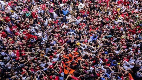 """""""Estoy siendo proceso por un apartamento que no es mio"""", aseveró Lula tras decir que se presentará en Curitiba."""