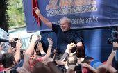 Miles de simpatizantes se manifiestan en Sao Paulo y Curitiba en apoyo a Lula, quien se presentó ante las autoridades.