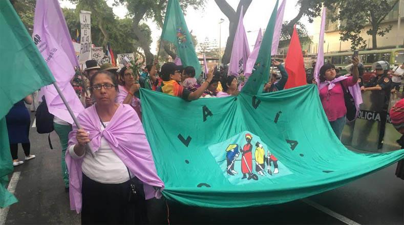 Los manifestante condenaron el hecho de que el presidente de Venezuela, Nicolás Maduro, fuese excluido de la VIII Cumbre de las Américas.